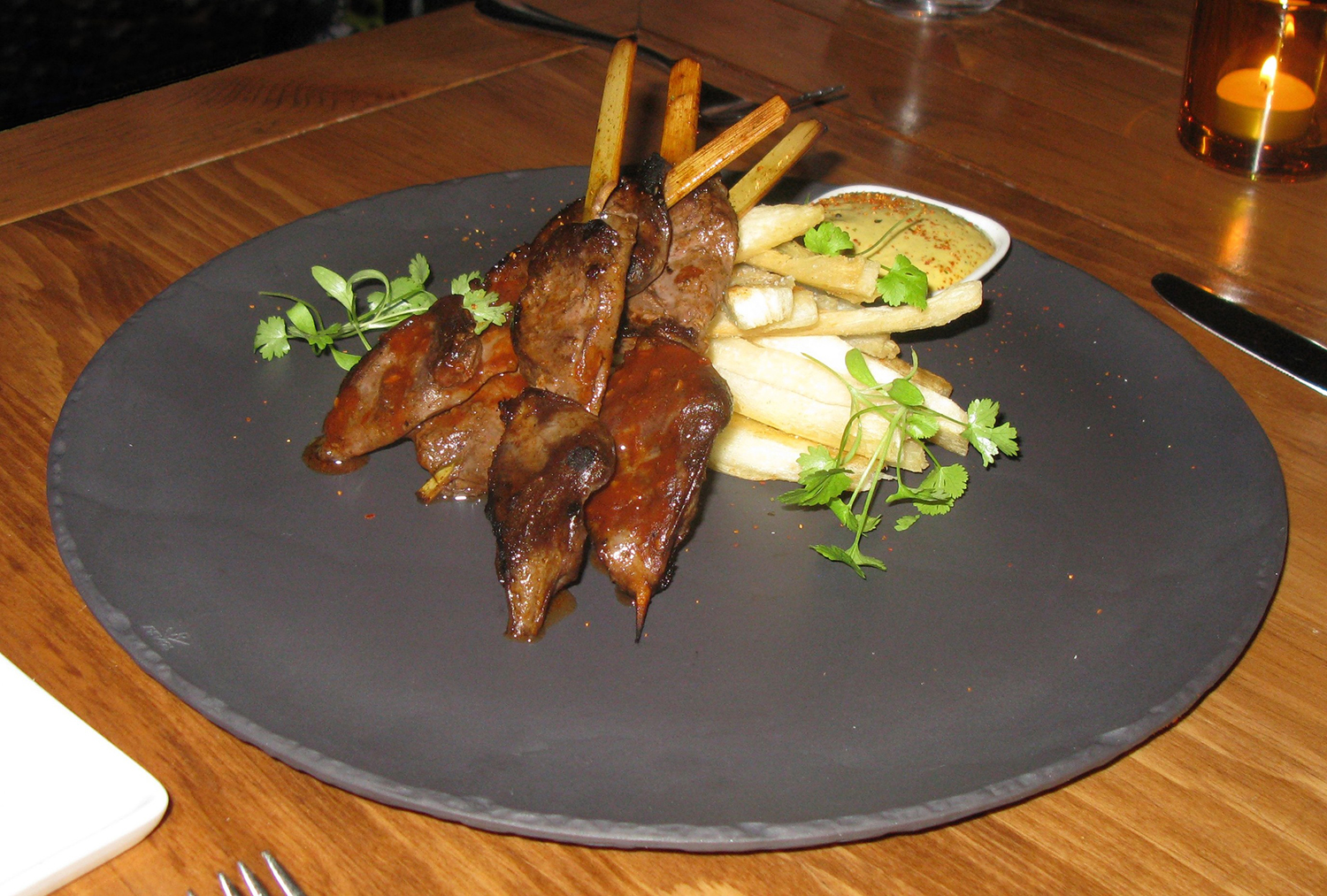 Anticucho de corazón de pato—seared duck hearts with yuca fries and huancaína sauce
